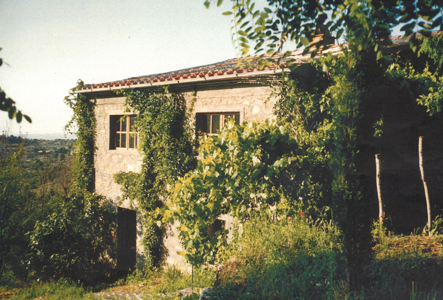 Private islands for sale country house in the south of for Mediterranean country house