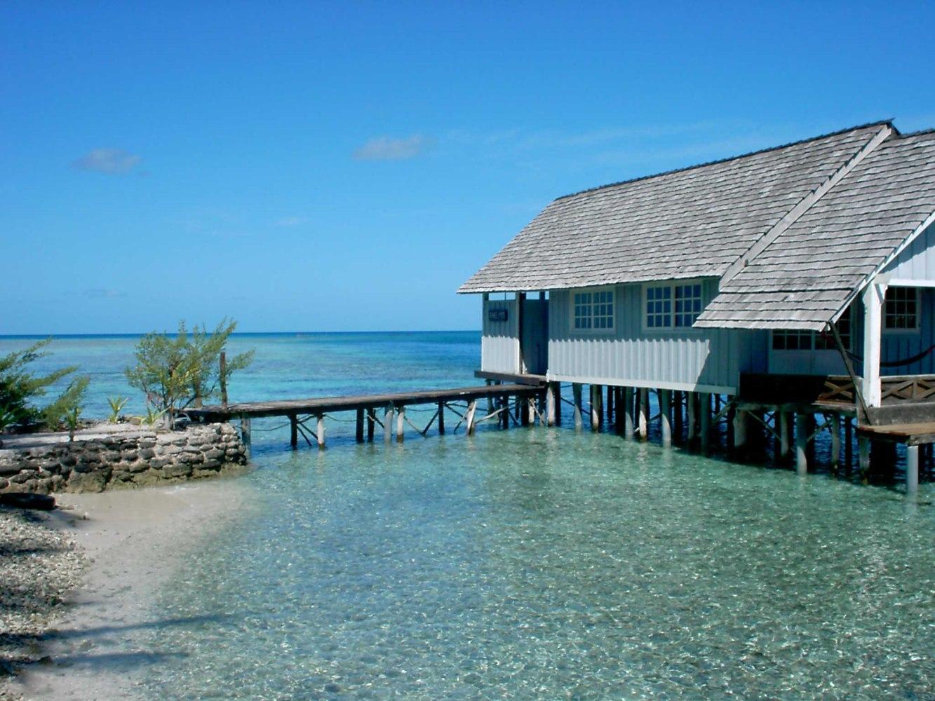 Private islands for sale half of motu fara french - Maison sur pilotis maldives ...